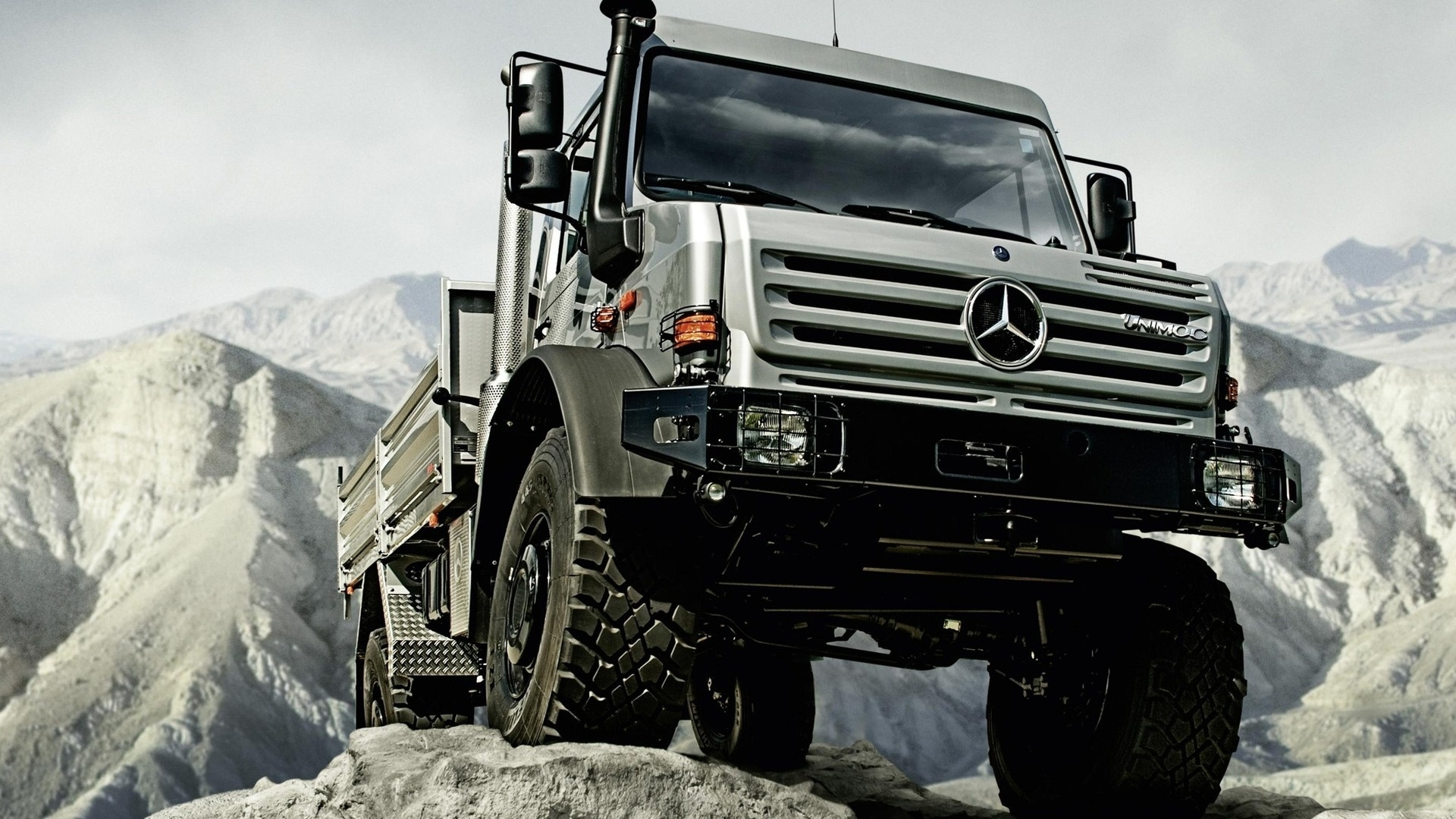 Mercedes benz unimog u5000 truck hd wallpapers for Mercedes benz unimog