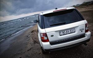 Download BeachTime Range Rover Car HdWallpaper