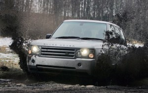 Download Range Rover Mudy Track Hd Wallpaper