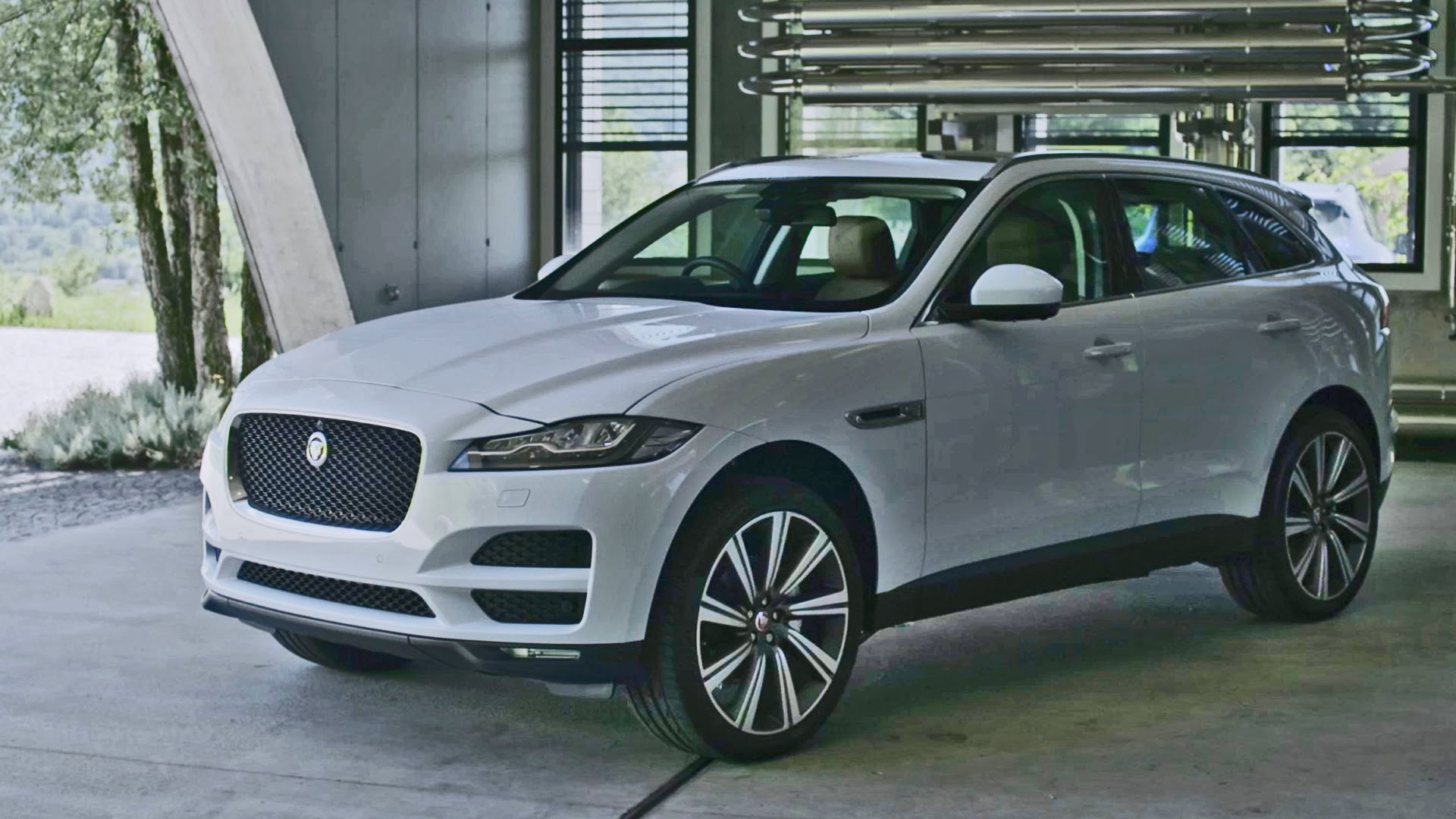 first drive jaguar f pace. Black Bedroom Furniture Sets. Home Design Ideas