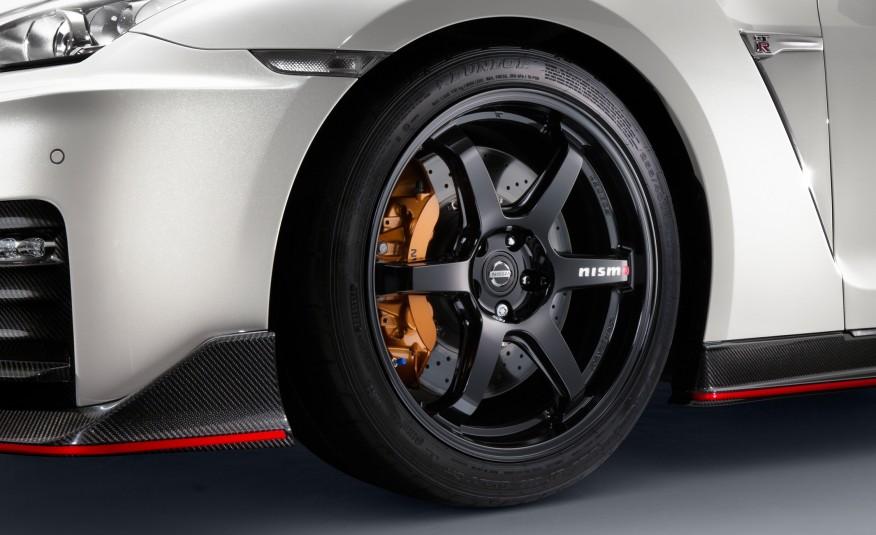 2017-Nissan-GT-R-NISMO-106-876x535-5