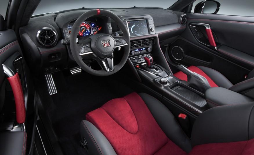 2017-Nissan-GT-R-NISMO-108-876x535-6