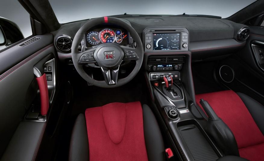 2017-Nissan-GT-R-NISMO-109-876x535-6
