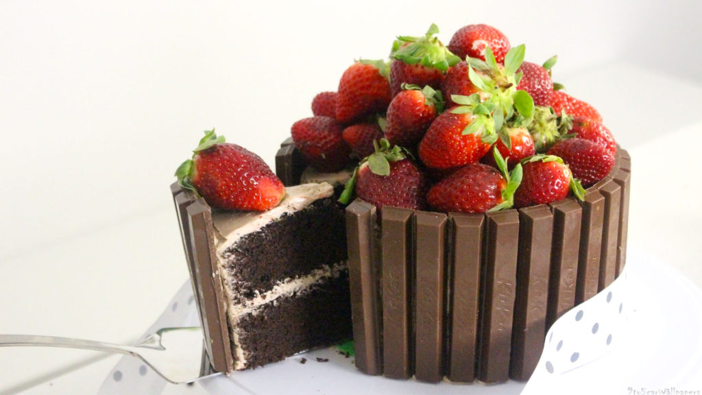 chocolate-cheese-cake-with-strawberry