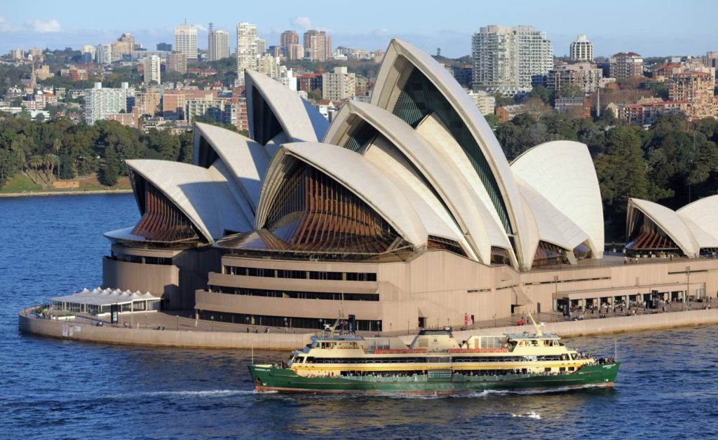 Ship-Passing-From-The-Sydney-Opera-House-pics-images-wallpapers