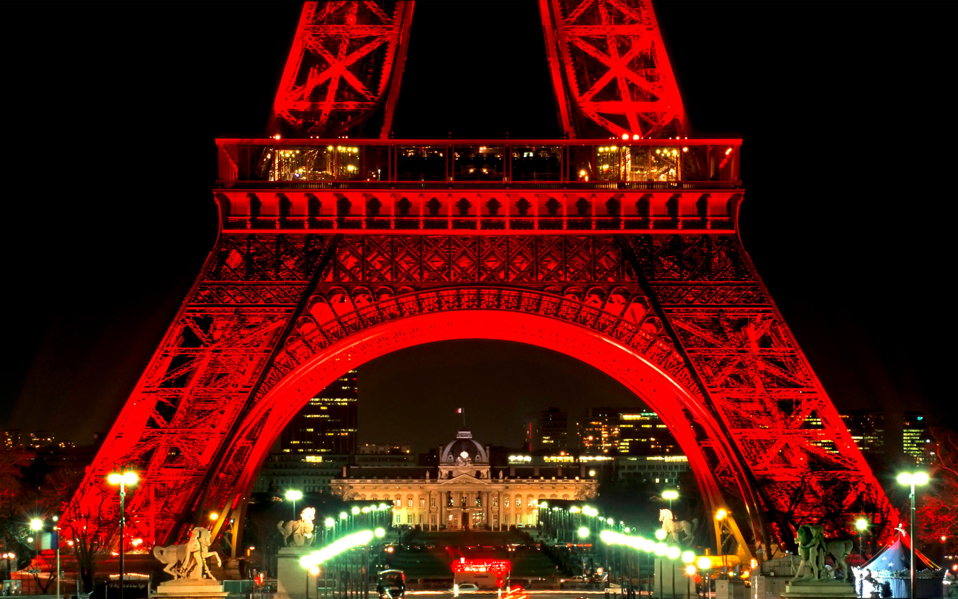 eiffel-tower-at-night-Pictures download