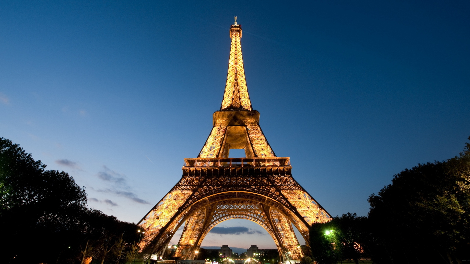Eiffel-Tower-Pictures-History